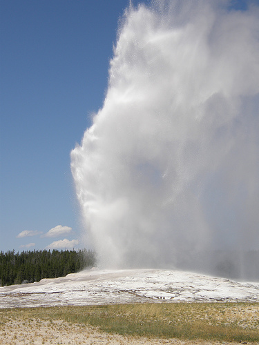 Old Faithful (photo: jimbowen0306)
