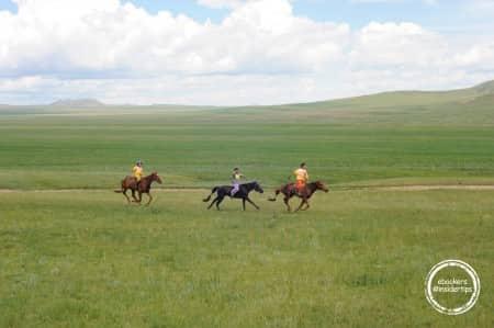 Course de chevaux des enfants lors du Nadaam