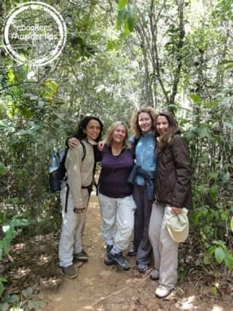 1. Aline et ses amies lors de leur voyage à Madagascar