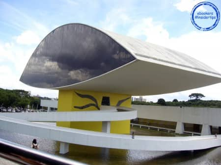 Le Musée Oscar Niemeyer à Curitiba et son architecture ultra-moderne