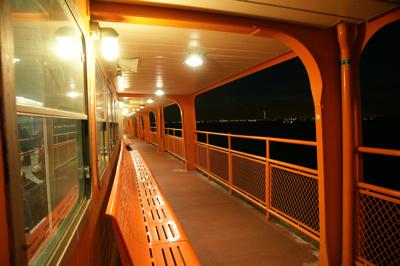 Für viele Pendler das Hauptverkehrsmittel: die Staten Island Ferry. Foto: Claudia Lambrich (www.wortvoll.ch)