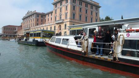 Die Wasserbusse in Venedig sind schnell und preiswert. Foto: Ralph Hutter