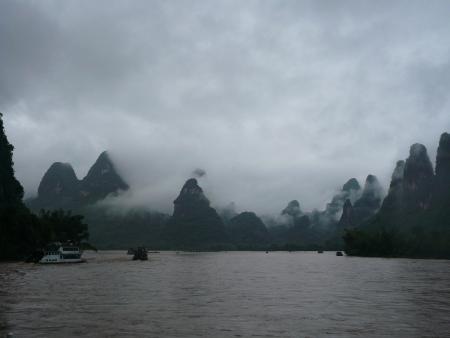 Eine düstere Flussfahrt auf dem Li Guilin. Foto: Andrea Schmits