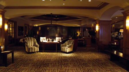 Charly Palmer Steakhouse - Lobby und Eingang zur Bar