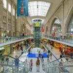 Bahnhof=Shopping Mall.