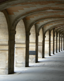 Place_des_Vosges_Arkade