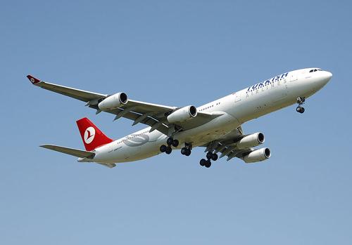 800px-Turkish_a340-300_tc-jih_arp