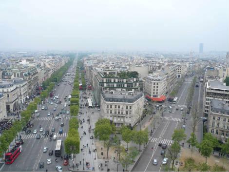 Sicht vom Arc de Triomphe auf Champs Elysses