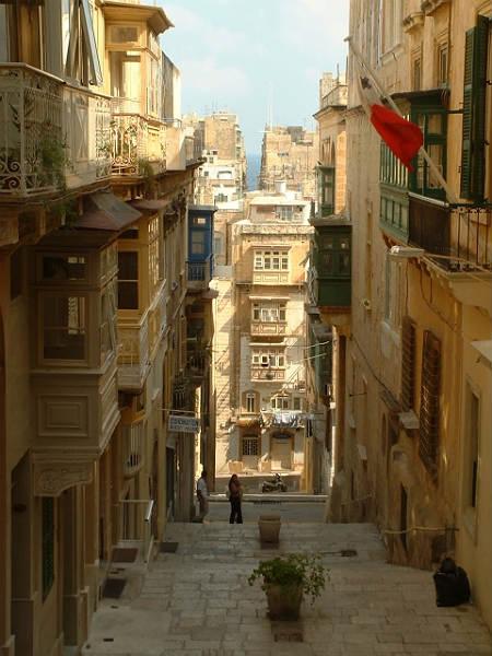 Street_in_Valetta_Malta