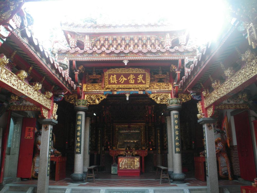 im Innern eines Tempels